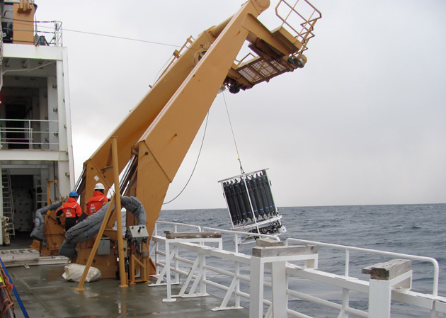 CTD swinging off Healy on a deck winch Julia