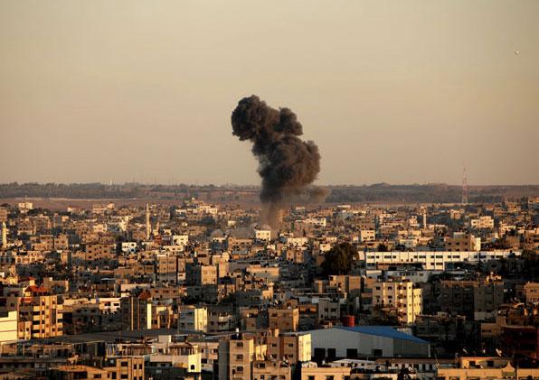 Smoke rises after an Israeli air strike in Gaza city Nov. 15, 2012. © Majdi Fathi/APA Images/ZUMAPRESS.com